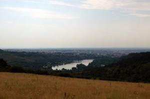 Lac Kir depuis la campagne