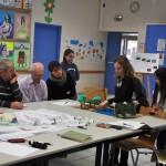 Les enfants de l'école Château de Pouilly présentent leurs projets aux habitants.
