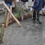 Les boudins végétalisés prennent place dans la bassin rond.